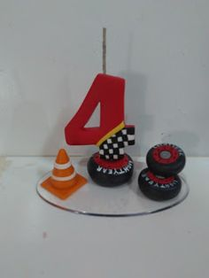 M.A.R.V artes em Biscuit: Vela tema carros Disney Cars, Fondant Numbers, My Dream Cake, Festa Hot Wheels, Noah, Fondant Toppers, Pasta Flexible, Sugar Art, Biscuits