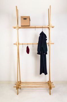 Oak Coatrack by PeLiDesign made in Netherlands on CROWDYHOUSE