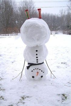 If I lived where there was snow, I'd build this snowman in a handstand. Love it!