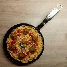 Κεφτεδάκια Φακής με Λιγκουίνι Lentil Burgers, Iron Pan, Lentils, Vegan Recipes, Kitchen, Bakken, Cooking, Lenses, Vegane Rezepte