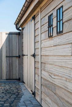 Wooden Garages, Garage Building Plans, Quick Garden, Diy Cabin, Outdoor Buildings, Shop Doors, Garden Deco, Fire Pit Backyard, Rustic Outdoor