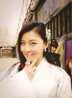 Ha Ji Won BTS of Empress Ki.:)aaaand tal tal at the back! Secret Garden Drama, Korean Girl, Asian Girl, Jin Yi Han, Joo Jin Mo, Ha Ji Won, Cute Princess, Make Up Your Mind, Beauty