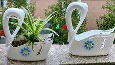Plastic Bottle Planter, Plastic Bottle Flowers, Reuse Plastic Bottles, Plastic Bottle Crafts, Diy Bottle, Recycled Bottles, Diy Crafts Hacks, Diy Home Crafts, Diy Arts And Crafts