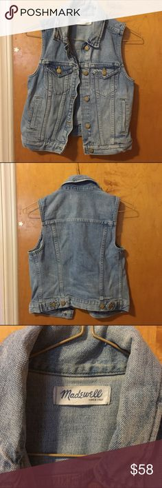madewell | denim vest in clear blue * sold out * worn once * no trades ❌ * i consider reasonable offers 💌 Madewell Jackets & Coats Vests