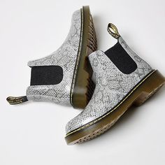 Mini versions of things are THE best!! #Shop our kids @drmartens Banzai Chelsea Boot in light grey snake straight from our bio. #kids #drmartens #snakeprint