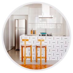 Lurca Azulejos   Balcão de azulejos Traço no projeto da @kwartetarquitetura   Traço - Ceramic Tiles // Shop Online www.lurca.com.br/ #azulejos #azulejosdecorados #revestimento #arquitetura #reforma #decoração #interiores #decor #casa #sala #design #cerâmica #tiles #ceramictiles #architecture #interiors #homestyle #livingroom #wall #homedecor #lurca #lurcaazulejos