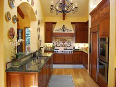 Small Tuscan Kitchen Style : Tuscan Decorating Ideas for Kitchen – The Kitchen Dahab Tuscan Kitchen Design, Galley Kitchen Design, Small Galley Kitchens, Galley Kitchen Remodel, Kitchen Designs, Tuscan Design, Tuscan Style, Kitchen Interior, Tuscan Art