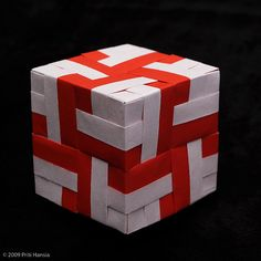 This is an easy and beautiful creation. It can be very colorful depending on the paper you use. Do it Origami Maniacs, and you will be sati. Origami Modular, Origami Cube, Origami Star Box, Origami Bag, Origami Fish, Origami Stars, Origami Paper, Diy Paper, Origami Boxes