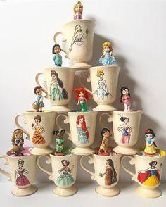 I adore this Disney Mug collection! Mugs of Disney I adore this Disney Mug collection! Mugs of Disney Disney Coffee Mugs, Cute Coffee Mugs, Cute Mugs, Casa Disney, Disney Rooms, Deco Disney, Disney Pixar, Disneyland, Disney Cups