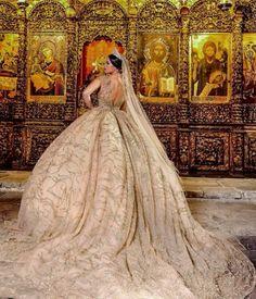 Frida Xhoi Wedding dress