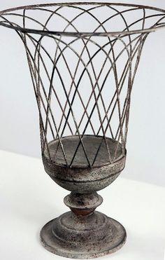 Delicieux Wire Garden Urn
