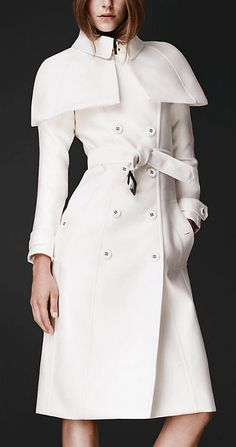 Celebrities who wear, use, or own Burberry Spring/Summer 2013 Double Duchess Caped Trench Coat. Also discover the movies, TV shows, and events associated with Burberry Spring/Summer 2013 Double Duchess Caped Trench Coat. Olivia Pope Style, Mode Mantel, Burberry Trench Coat, Burberry Jacket, Vogue, Burberry Prorsum, Mode Outfits, White Fashion, Fashion Top