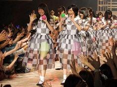 27日、東京・渋谷ヒカリエにて宝島社の雑誌『smart』と『mini』の合同読者イベント「smart×mini おしゃれ学園祭」が開催。アイドルグループ「乃木坂46」がファッションイベントに初登場し、ライブパフォーマンスで1,000人の観客を沸かせました。  #AKBnews