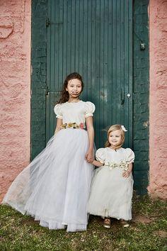 Vestido daminha casamento no campo flores  (Foto: Mairoca)