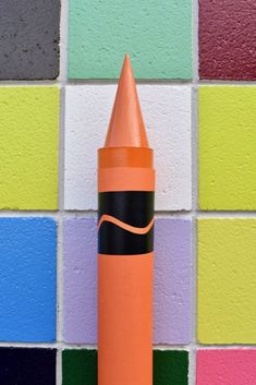 Giant crayon DIY tutorial that's easy & quick to make! Make a giant crayon for back to school photos, decorating a classroom, bedroom, party props, & more! Dyi Party Decorations, Crayon Decorations, Church Decorations, Making Crayons, Diy Crayons, Back To School Party, School Parties, Crayon Factory, Classroom Decor