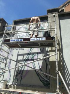 Artistas en acción #ArteUrbano en los #MurosTabacalera #ArteTabacalera Día 1.  http://www.murostabacalera.com/