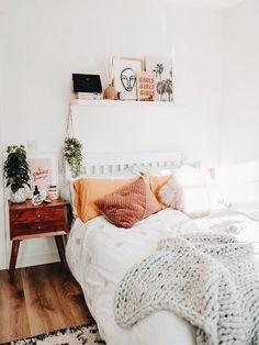Cute Bedroom Decor, Bedroom Decor For Teen Girls, Cute Bedroom Ideas, Room Ideas Bedroom, Bedroom Inspo, Cosy Bedroom, Bedroom Simple, Couple Bedroom, Small Room Bedroom