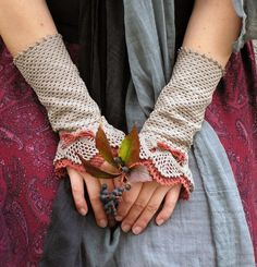 These handmade armwarmers are so romantic and lovely...