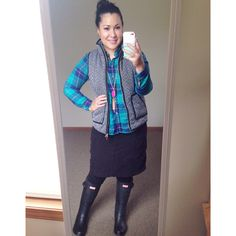 Teal button up plaid JCrew inspired herringbone vest black hunter boots kendra Scott inspired tassel necklace modest winter fashion Instagram user @melbella14 Cute Skirt Outfits, Modest Outfits, Modest Fashion, Black Hunter Boots, Herringbone Vest, Professional Dresses, My Wardrobe, Instagram Fashion, Autumn Winter Fashion