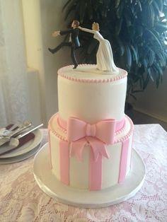 ピンクリボンのモチーフ 2段ケーキ