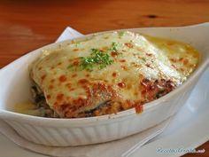 Sabrosísima lasaña de berenjena con queso y tomate. | 16 Recetas de lasaña que mejorarán tu vida infinitamente