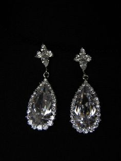 The Swarovski teardrop crystals are accented with Swarovski Elements. An absolutely stunning earring for everyday wear or for an evening out.   The total length measures approximately 1/2 inches (4cm)
