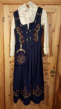 FINN – Budnad Solør Odal Cold Shoulder Dress, Costumes, Folklore, My Style, Norway, Traditional, Dresses, Fashion, Velvet