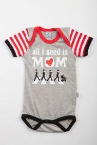 "Body bebé beatle de manga corta con original mensaje ""All I need is mom"" 100% algodón. $18.15 euros."