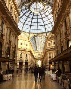 A belíssima Galleria Vittorio Emanuele em Milão que fica ao lado do Duomo - Instagram by aprendizviajant