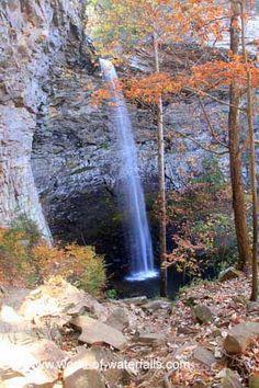 Approaching Ozone Falls, Cumberland Mountain State Park / Cumberland County, Tennessee, USA