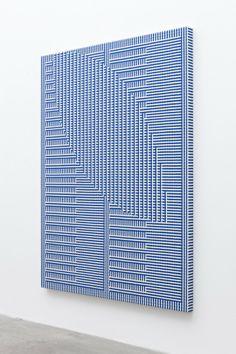 Tauba Auerbach, Shadow Weave – Comb/Void I, 2013, Woven canvas on wooder stretcher, 152,4 x 114,3 cm © Tauba Auerbach