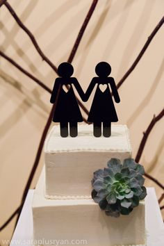 Lesbian wedding cake topper - Same-Sex Photo by Sara + Ryan