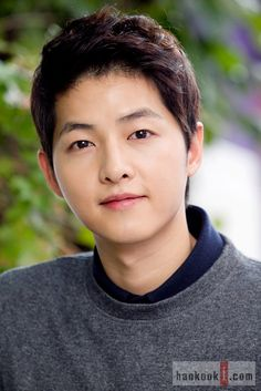 Song Joong Ki gifts his manager with a new car