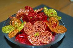 fiori di perline -  fleurs avec des perles