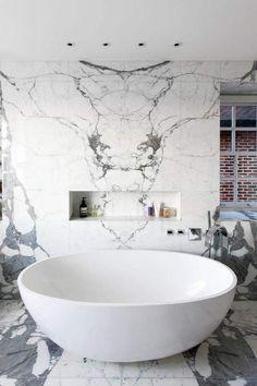 Coole marmere badkamerwand