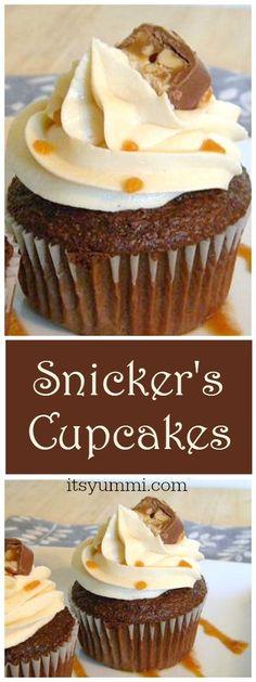 Snicker's Cupcakes {Easy Cupcake Recipes} via @itsyummi