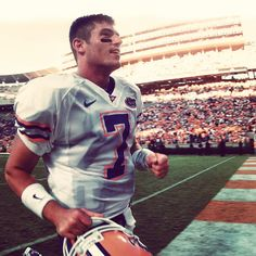 Former Gator QB, and current SEC Network Analyst, Jesse Palmer in his last win over the Tennessee Volunteers in Jesse Palmer, Sec Network, You're Hot, University Of Florida, Sports Figures, Tennessee Volunteers, Florida Gators, Athletes, Football