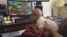 Bebê de seis meses 'zera' videogame Street Fighter V