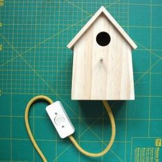 Learn how to make your own bird house lamp. With picture tutorial (in German).