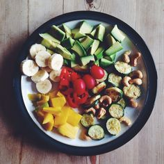 rainbow lunch - avo, banana, mango, tomatoes, pepper, zucchini and cashews.  #nutritional #nourishment #nutritious #nutrients #nourish #cleaneating #clean #wellbeing #wellness #wheatfree #glutenfree #foodporn #fitness #food #eatwell #livewell #fit #fitness #breakfast #abs #myfood #fitspo #lunch #rainbow #Padgram