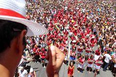 """No sábado de Carnaval, dia 9, o bloco desfila às 10h, em Copacabana. Concentrano posto 6 da Avenida Atlântica, à altura da rua Rainha Elizabeth, de onde segue até a Figueiredo de Magalhães. Empolga às 9 tem um repertório variado, que a cada ano atrai mais de foliões. Este ano, são esperadas 10 mil pessoas....<br /><a class=""""more-link"""" href=""""https://catracalivre.com.br/rio/agenda/barato/empolga-as-9/"""">Continue lendo »</a>"""