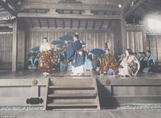 Japanese theatre by Tamamura Kozaburo | Inside the Chrysanthemum kingdom: 100-year-old photos show a still-medieval Japan on the eve of rush for modernity that ended in disaster of WW2. Pictures taken by Tamamura Kozaburo in 1910 were the first ever to be used to promote tourism in Japan
