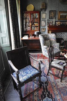 At the home of Emery Walker, Arts and Crafts typographer and printer, in Hammersmith Terrace, London. Decor, Morris Wallpapers, William Morris Wallpaper, Interior Design, Arts And Crafts Interiors, Walker House, House, Interior, William Morris Interior