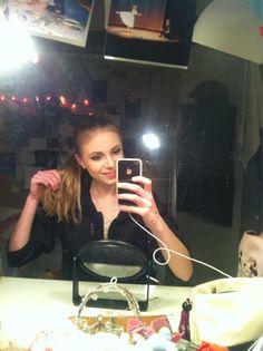 "Twitter / ipraetorius: Makeup'en en lagt. Nu skal så gå fra blondine til brunette. Som ""skygge"" i Bayadere skal vi være mørkhåret."