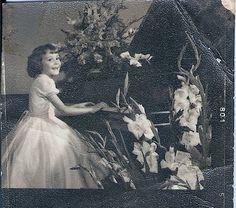 Sou eu 6 aninhos minha primeira audição de piano eu toquei Clair de Lune debussy,estava sem dentes na frente e eu toquei de ouvido.