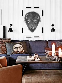 Soffa med rustikt soffbord