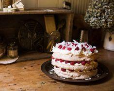 White Chocolate, Coconut and Raspberry Pavlova – Australia Day 2017 – Adeline & Lumiere Raspberry Pavlova, Sweet Chilli Sauce, Australia Day, White Chocolate, Nom Nom, Coconut, Homemade, Baking, Bakken