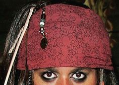 Jack Sparrow DIY costume how to.Yay I get to put guyliner on my husband! Pirate Halloween, Couple Halloween, Halloween 2017, Halloween Stuff, Halloween Ideas, Holiday Costumes, Diy Costumes, Halloween Costumes, Costume Ideas