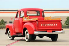Chevy trucks aficionados are not just after the newer trucks built by Chevrolet. They are also into oldies but goodies trucks that have been magnificently preserved for long years. 1954 Chevy Truck, Custom Chevy Trucks, Classic Chevy Trucks, Classic Cars, Best Pickup Truck, Chevy Pickup Trucks, Chevy Pickups, Lifted Chevy, Jacked Up Trucks