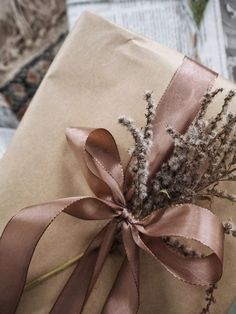 Ribbons and dried flowers christmas wrapping Wedding Gift Wrapping, Creative Gift Wrapping, Present Wrapping, Christmas Gift Wrapping, Wrapping Ideas, Creative Gifts, Wedding Gifts, Elegant Gift Wrapping, Christmas Gifts For Husband